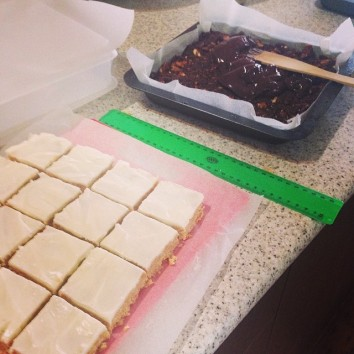 yes I use a ruler to measure and cut evenly. Coconut & lemon slice ready for the freezer.